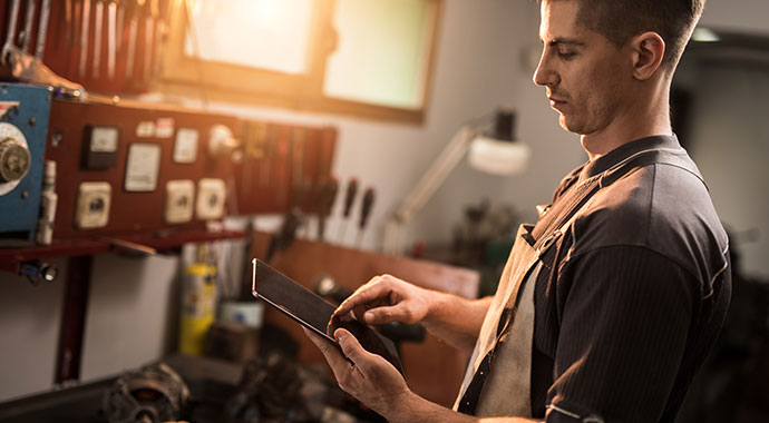 Werkstattfertigung mit ERP-Unterstützung – So beenden Sie das Zettelchaos