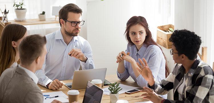 Widerstände der Mitarbeiterinnen und Mitarbeiter können Verzögerungen und Mehrkosten bei der ERP-Einführung verursachen.