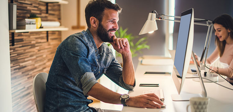 Eine gestärkte intrinsische Motivation führt automatisch zu einer entspannteren Atmosphäre bei der Arbeit.